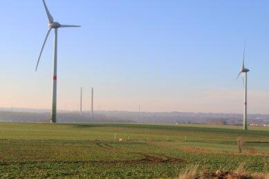 Sechs Windkraftanlagen drehen sich bereits auf der Schmohlhöhe zwischen Naundorf und Hilbersdorf. Ein Unternehmen will zwei weitere errichten. Die Gemeinde Bobritzsch-Hilbersdorf hat jedoch andere Pläne.