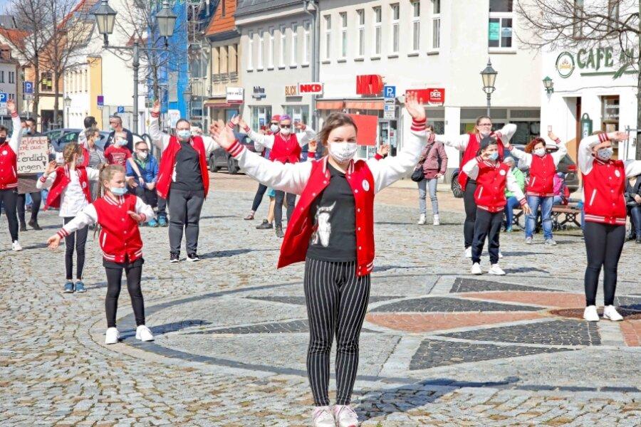 Tanzprotest auf dem Markt