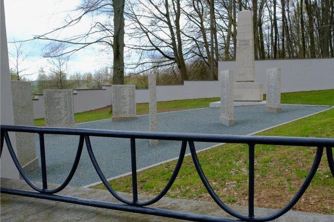 Die Grab- und Gedenkstätte am Reichenbacher Bürgerholz ist für gut 300.000 Euro komplett saniert worden. Am 8. Mai findet hier eine Kranzniederlegung statt.