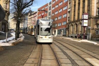 Auf der Bahnhofstraße stauten sich die Bahnen der verschiedenen Linien bis zum Albertplatz zurück.