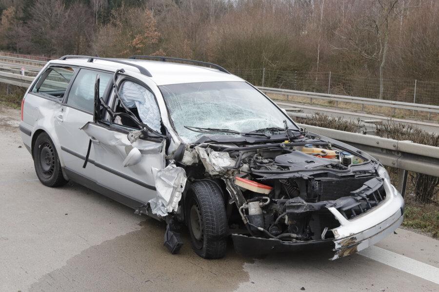 A4: Beifahrerin bei Unfall schwer verletzt