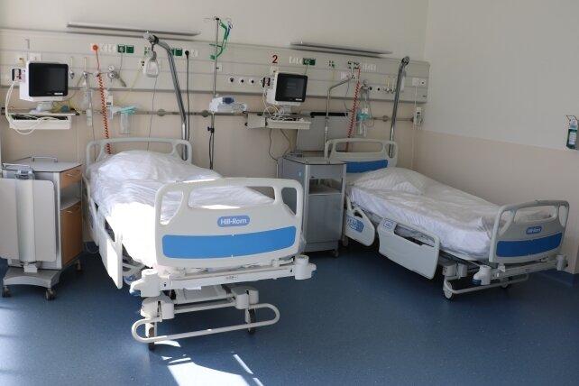 Nicht nur auf der Covid-Station des Freiberger Kreiskrankenhauses stehen immer mehr Betten leer.
