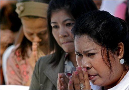 Fünf Jahre nach der Tsunami-Katastrophe haben Menschen rund um den Indischen Ozean der zehntausenden Opfer gedacht. In der indonesischen Provinz Aceh, wo allein 170.000 Menschen der Flutkatastrophe vom 26. Dezember 2004 zum Opfer fielen, wurden Gebete in zahlreichen Moscheen und vor Massengräbern abgehalten.