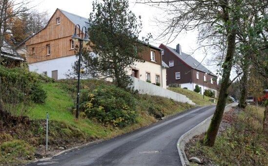 Auch die Straße Am Einsberg ist ans Abwassersystem angeschlossen. In Randbereichen gibt es noch Restarbeiten.