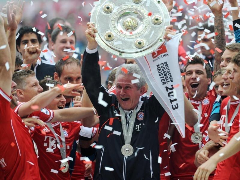 Triple-Gewinner:Jupp Heynckes jubelt im Mai 2013 mit der Meisterschale nach der Partie FC Bayern München gegen FC Augsburg in München.