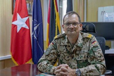 Brigadegeneral Gunnar c. Brügner an seinem Schreibtisch in Kabul.