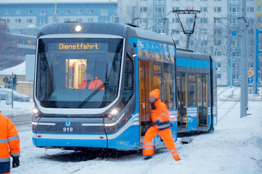 Eis in der Schiene: Straßenbahn in Chemnitz entgleist