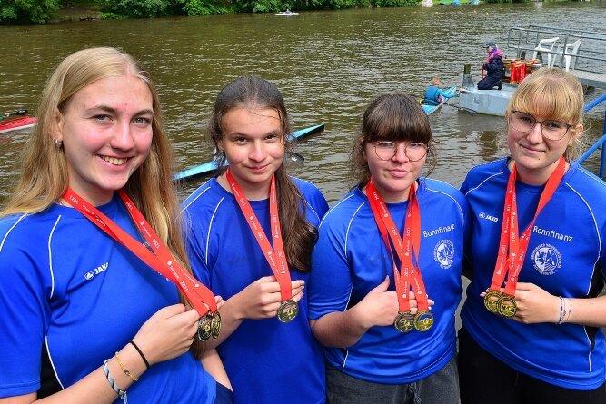 Schnelles Quartett: Friederike Wilms, Helena Rieper, Jule Gieselbrecht und Emily Breidel (v. l.) vom SKSV Mittweida gehörten zu den fleißigsten Medaillensammlerinnen der Kinder- und Jugendspiele.