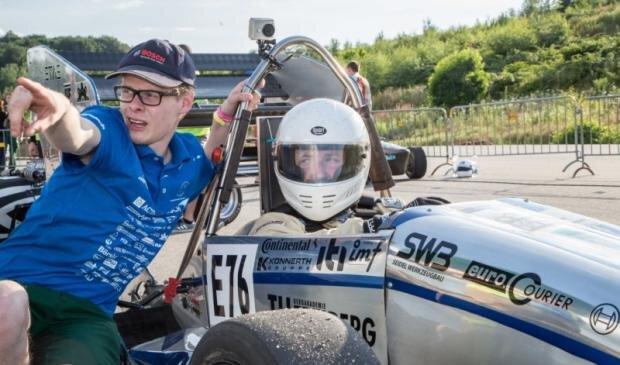 Im vergangenen Jahr hat sich Freie-Presse-Reporter Tom Wunderlich mal in einem Racetech-Rennwagen hinters Steuer gesetzt.