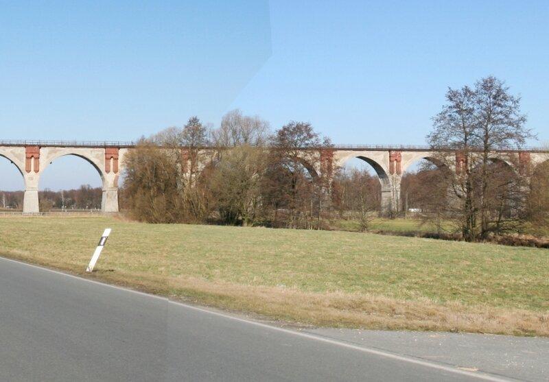 """<p class=""""artikelinhalt"""">Blick auf das mehr als 300 Meter lange Viadukt der stillgelegten Bahnstrecke Altenburg - Narsdorf bei Wiesebach. Auch darauf könnten bald Radwanderer unterwegs sein. </p>"""
