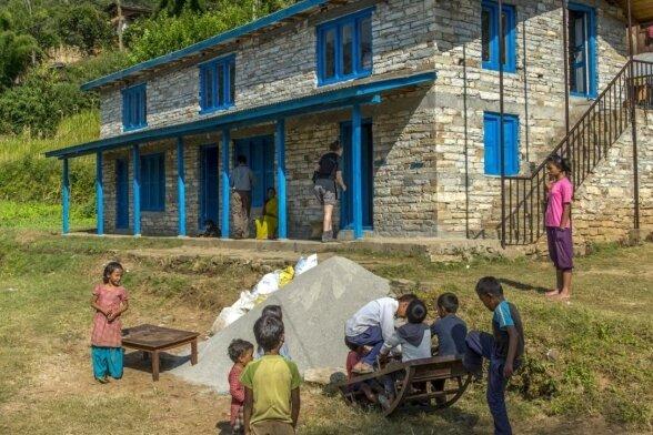 Mit Unterstützung der Schülerfirma Namaste Nepal des Freiberger Geschwister-Scholl-Gymnasiums konnte auch dieser Kindergarten im nepalesischen Dorf Gati gebaut werden.