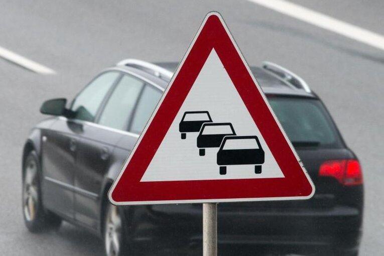 Unfall auf Autobahn: Zwölf Kilometer Stau - A72 zwei Stunden gesperrt