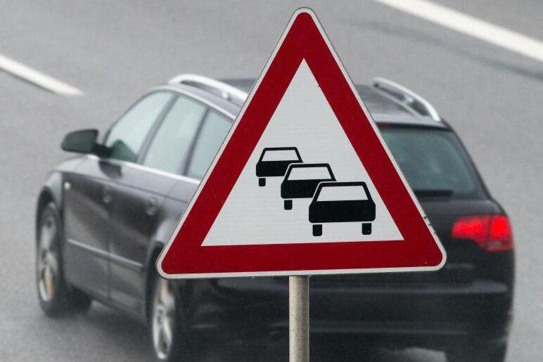 A 72: Stau nach Unfall an Anschlussstelle Plauen-Ost