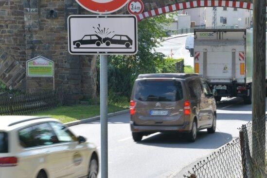 In der 30er-Zone in Naundorf staut sich oft der Verkehr. Die Stelle gilt als Unfallschwerpunkt.
