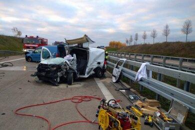 Vier Verletzte und hoher Sachschaden sinddie Bilanz eines Unfalls am Mittwochmorgen auf der A72 bei Rochlitz.