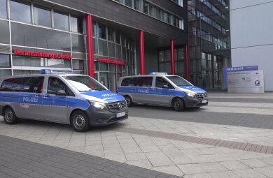 Eine Serie von Bombendrohungen sorgte 2018 für Polizeieinsätze am Chemnitzer Moritzhof. So auch am Mittwoch wieder.