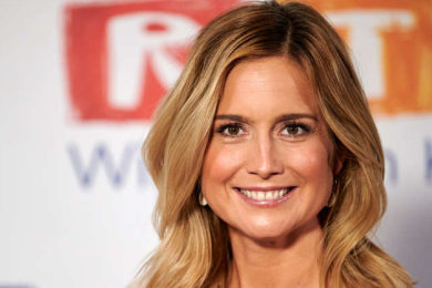 Weil sich Susanna Ohlen bei der Berichterstattung aus dem Hochwassergebiet offensichtlich für mehr Anpack-Authentizität selbst mit Matsch einrieb, hat RTL die Moderatorin beurlaubt.
