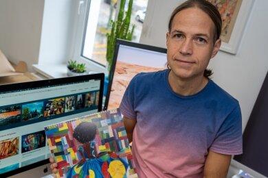 Danny Otto und der Kalender des Kunstvereins Göltzschtal.