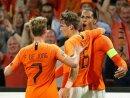Virgil van Dijk (r.) setzt im Spiel gegen Belgien aus