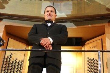 Martin Rein an der Orgel in der Konzerthalle Hongkong am 2. Dezem-ber ...