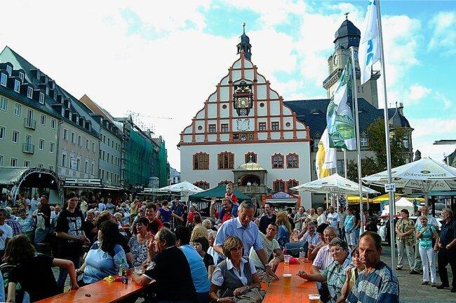 """Ein Blick auf den """"Plauener Herbst"""" in früheren Jahren. Der Altmarkt ist einer der zentralen Festplätze."""