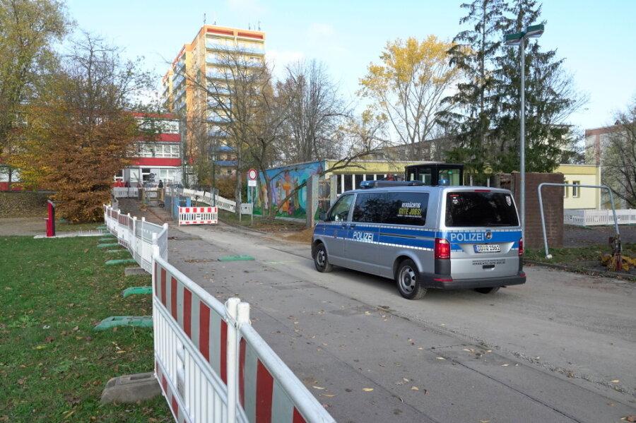 An der Wilhelm-Firl-Straße im Chemnitzer Stadtteil Markersdorf ist bei Bauarbeiten eine Fünf-Zentner-Fliegerbombe gefunden worden.