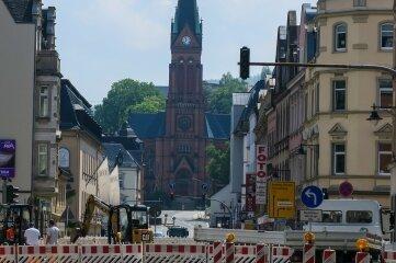 Seit Montag gesperrt: die B101 in Aue. Für gut zwei Wochen läuft der Verkehr nun auf Umwegen.