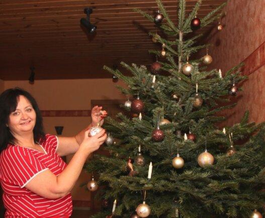 Gabriela Krauthahn aus Eich hat sich dieses Jahr für die Kugel-Variante gold-braun entschieden.