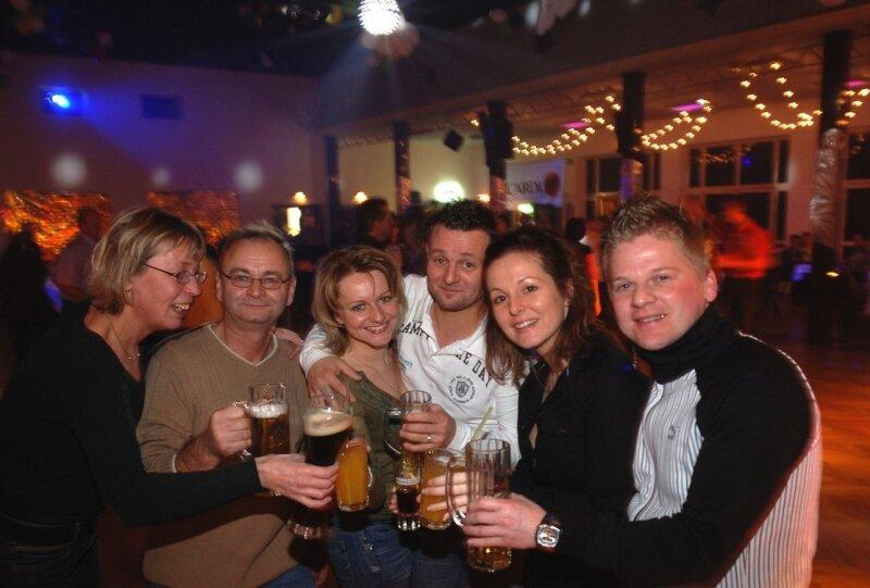 """<p class=""""artikelinhalt"""">Mitglieder des Rochlitzer Karneval-Clubs feiern nicht nur zum Fasching im Bürgerhaus. Sie gehören zu den Stammgästen der Tanzveranstaltungen, so auch am Samstagabend.</p>"""