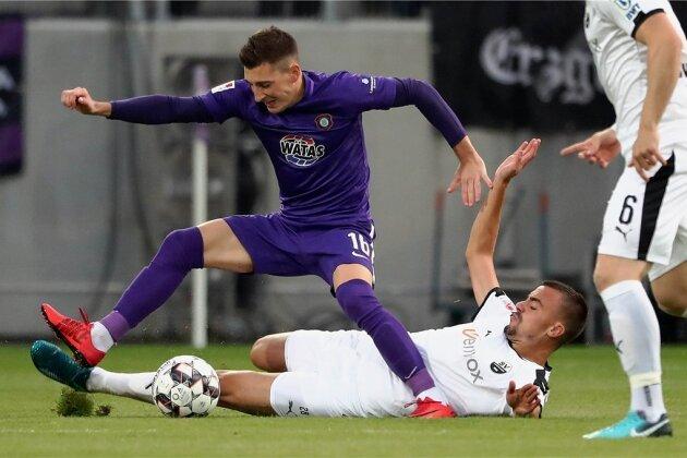 Mario Kvesic hatte am Sonntag beim Erfolg der Auer in Duisburg noch mit einem sehenswerten Treffer das 2:1 erzielt. Gestern Abend gegen den SV Sandhausen (im Bild am Boden: Philipp Förster) blieb der Kroate wie die meisten seiner Mitspieler blass.