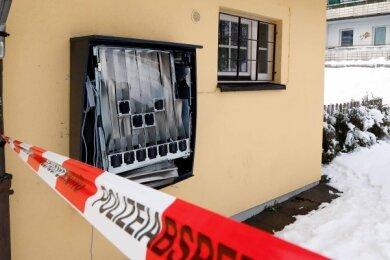 Der Tatort an der Zwickauer Straße, unweit des Falkeplatzes, am Morgen danach. Verursachter Schaden: Mehrere Tausend Euro.