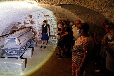 In Glauchau führte Museumsleiterin Wiebke Glöckner die Besucher auch in die Gruft des Schlosses Hinterglauchau.