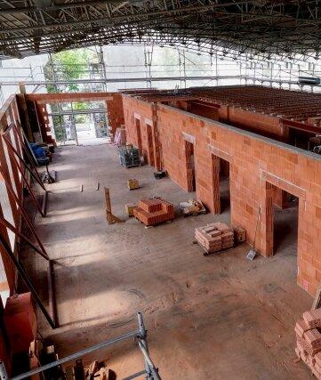Unterm Schutzdach ist die Struktur der neuen Station bereits erkennbar.
