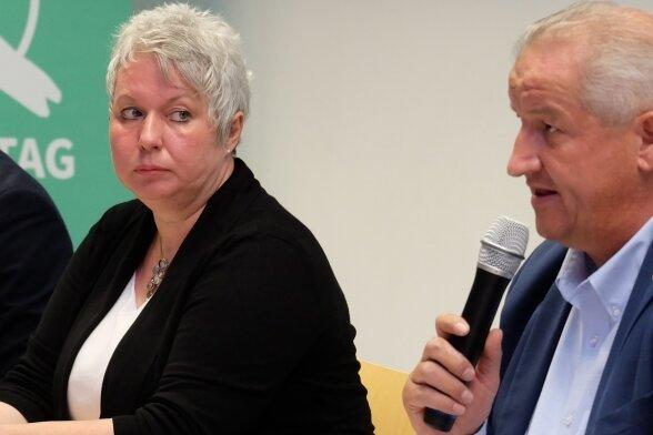 ... Monique Woiton (links, FDP) und Mike Moncsek (AfD).
