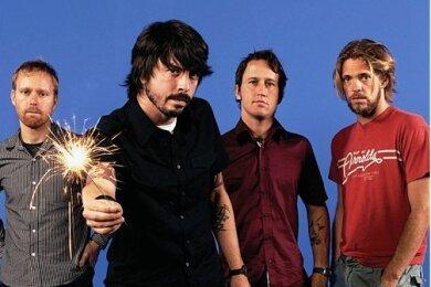 Flamme an: Dave Grohl (2. v. l.) und seine Foo Fighters im Jahr 2006.