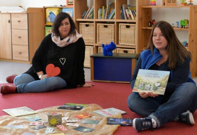 Trauerbegleiterin Anke Schwarz (l.) startet mit Anne Kriegel vom Familienzentrum eine Kindertrauergruppe, die Kindern helfen soll, einen Umgang mit Abschied, Trauer und Tod zu finden.