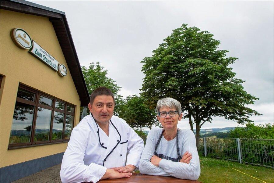 """Die Gaststätte """"Zum Steinbruch"""" schließt. Koch Lutz Bär und Barbara Bergemann verabschieden sich Ende des Monats. Ehemann Stefan Bergemann ist bereits im Ruhestand."""
