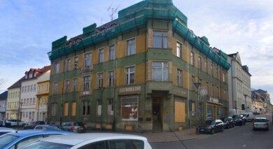 Gefahr im Verzug: Im Haus Humboldtstraße 1 in Frankenberg stellte sich heraus, dass Zwischendecken nicht mehr tragen. Das Wohn- und Geschäftshaus soll umfassend saniert werden.