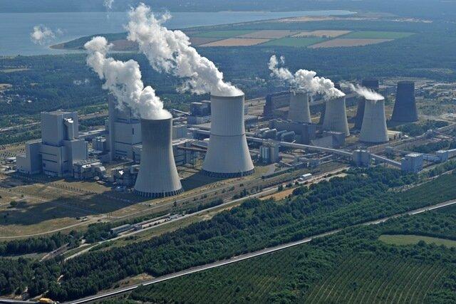 Der jüngste Block des Braunkohlekraftwerks von Vattenfall im sächsischen Boxberg ist erst 2012 ans Netz gegangen. Nach den Vorschlägen der Denkfabrik Agora Energiewende soll er deshalb als letzter Kohlemeiler zwischen 2035 und 2038 abgeschaltet werden.