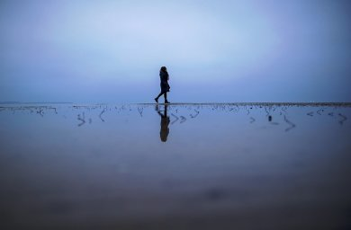 Wie das Leben weitergehen kann, selbst wenn zeitweise Hoffnung fehlt - auch das zeigt ein neues Buch übe psychische Belastungen.
