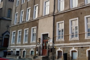 Die frühere Schule in Zwota ist heute ein Vereinsheim.