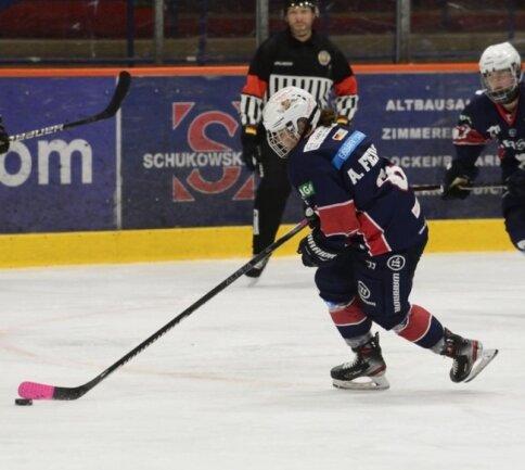 Ihre ersten Schritte auf dem Eis machte Alina Fiedler in ihrer Heimatstadt Klingenthal. Über die Stationen Schönheide und Crimmitschau ging es für sie bis zu den Eisbären Juniors nach Berlin.
