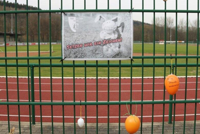 Die ersten Eier hängen schon am Zaun des Auenstadions. Der TSV Flöha hofft, dass es noch mehr werden.