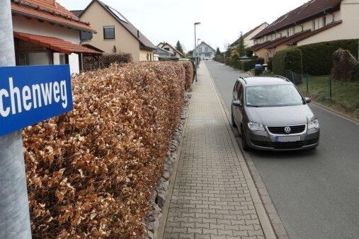 Auf dem Eschenweg in Meerane besteht Parkverbot, auf das aber nicht extra mit Schildern hingewiesen wird.