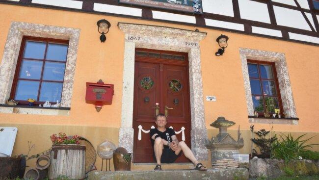 Die Rochhausmühle blickt im Juli 2021 auf ihre 500-jährige Ersterwähnung zurück. Der heutige Besitzer Ralph Geisler hat in der Geschichte nachgeforscht. Der Eingang zum historischen Gebäude ist sein Lieblingsplatz.