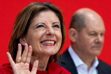 Hat nach dem Wahlsieg gut lachen: Malu Dreyer (SPD), Ministerpräsidentin von Rheinland-Pfalz, mit Olaf Scholz.