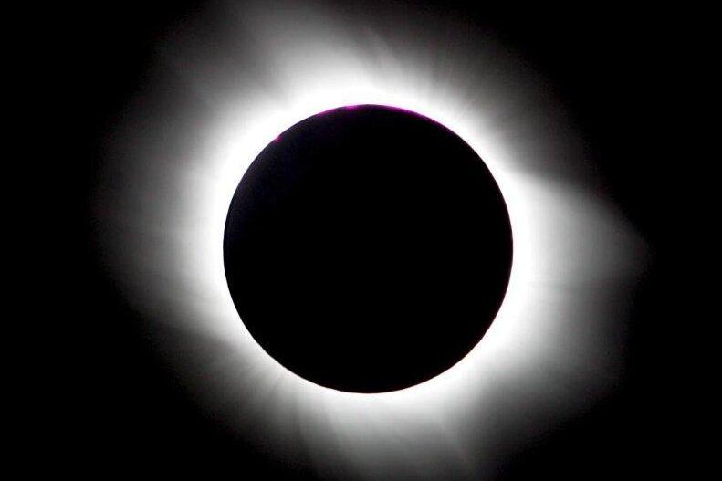 Eine totale Sonnenfinsternis - dieses Erlebnis vergisst man so schnell nicht wieder. Gut zu sehen sein wird das Naturspektakel am 20. März auf Spitzbergen und den Färöer Inseln.