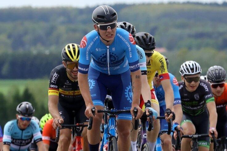 Tom Lindner (vorn) leistete am Montag auf dem Sachsenring viel Arbeit - und musste dafür nach 150 Kilometern Tribut zollen.