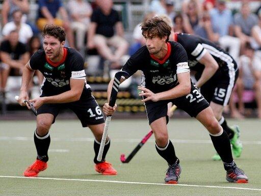 Florian Fuchs (r.) erzielt die Führung für das DHB-Team