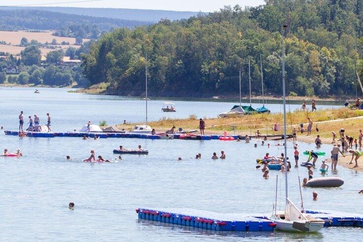 Talsperre Pöhl. Badestrand am Gunzenberg: Viele Urlauber stellten dieses Jahr überrascht fest, dass es auch in Deutschland schön ist.
